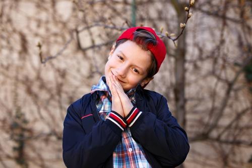 meditación niño sonriendo