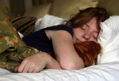 3446166224_b87396dd60_b_women-sleep