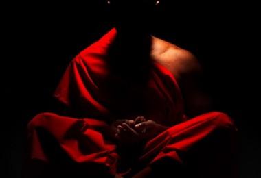 budista-meditando