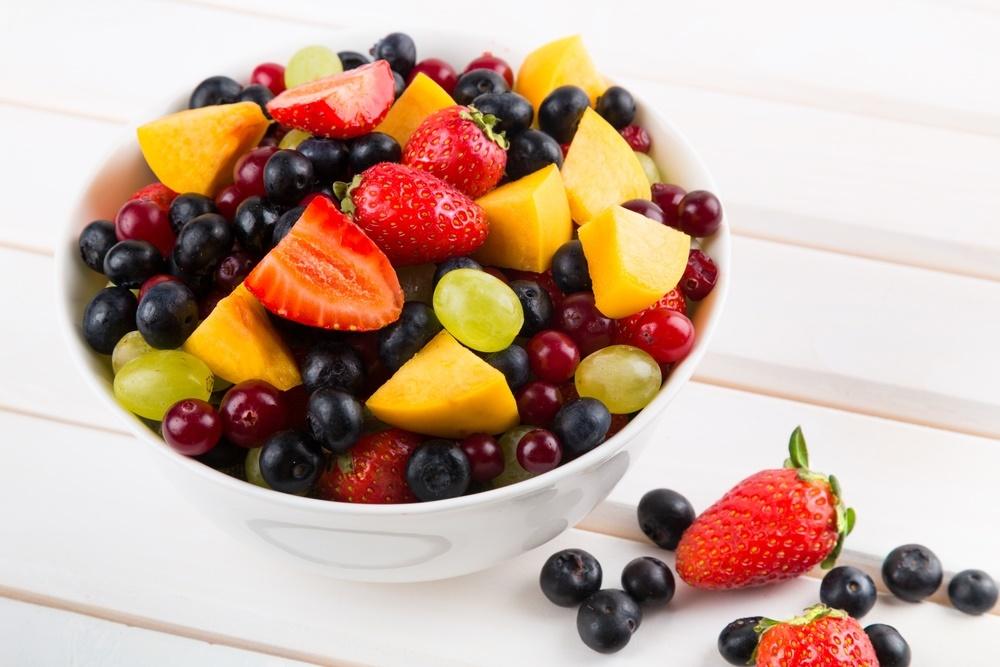 Ensalada de bayas fresa arándano moras