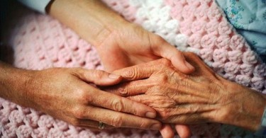 5-Lamentos-principales-de-la-gente-en-su-lecho-de-muerte-revelado-por-una-enfermera