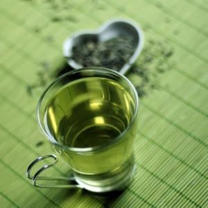 alimentos para limpiar el hígado naturalmente como el té verde
