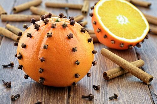 clavo de olor aceite con naranjas beneficios