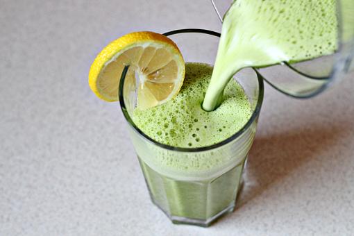 Sbroso batido verde para depurar el cuerpo