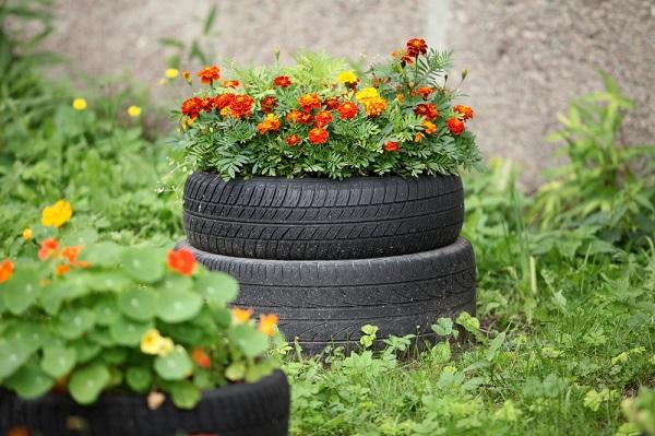 jardinera con neumático reciclado
