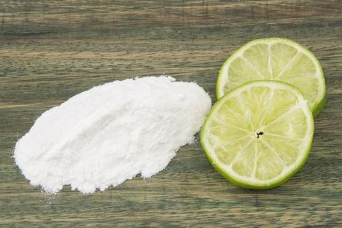 limón y bicarbonato para las axilas oscuras