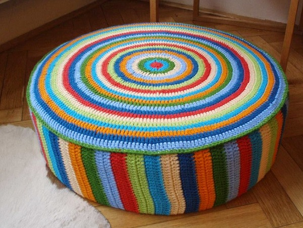 reciclado de neumáticos puff de colores