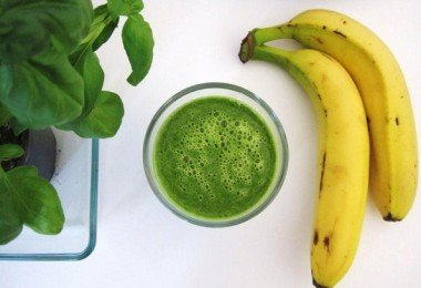 spinach-and-banana-protein-smoothie