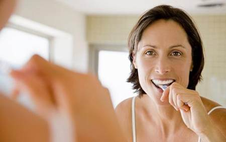 lavarse los dientes para evitar la alitosis