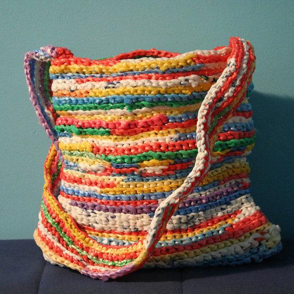 bolso tejido de colores