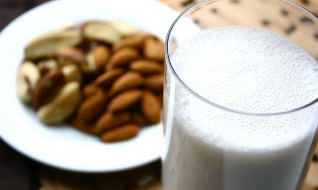 Los beneficios de la leche de almendra