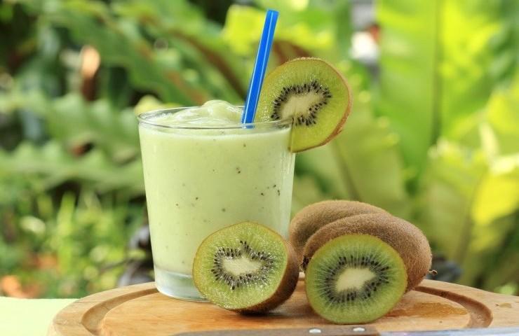 batido proteìco de kiwi y espinacas