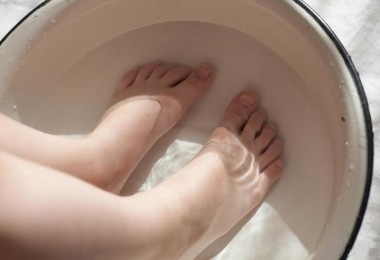 feet-in-basin