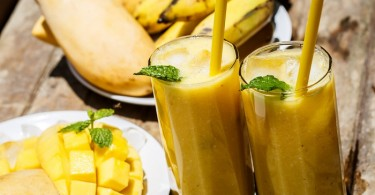 licuado de mango y plátano batido