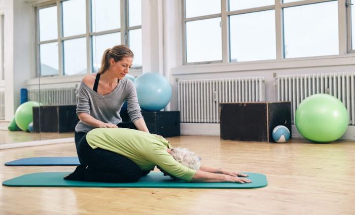Remedios naturales para el estreñimiento con yoga