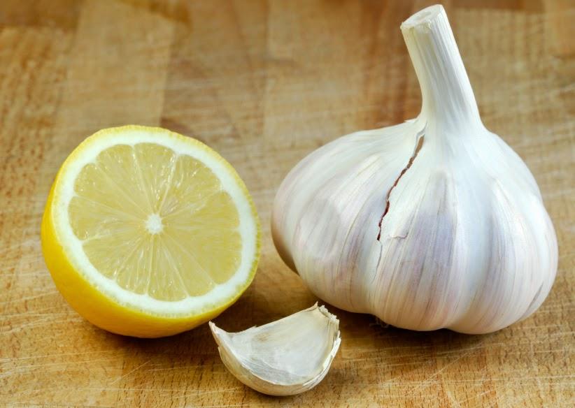 el limón es un efectivo remedios para eliminar los hongos en los pies