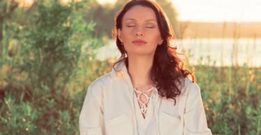 Mujer meditando1