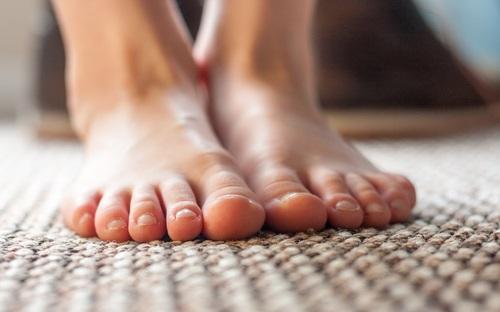 Pies descalzos y sin presencia de bacterias ni hongos