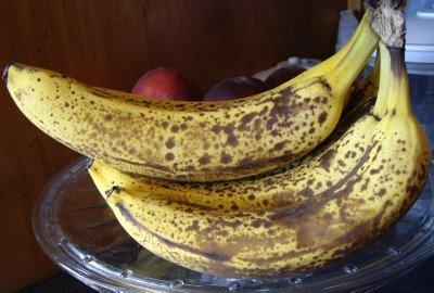 plátanos maduros para reafirmar el busto