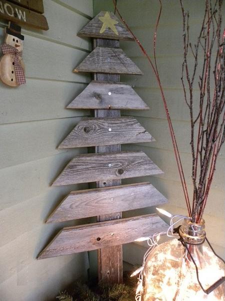 árbol de navidad con madera