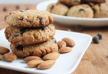 almond-flour-chocolate-chip-cookies1