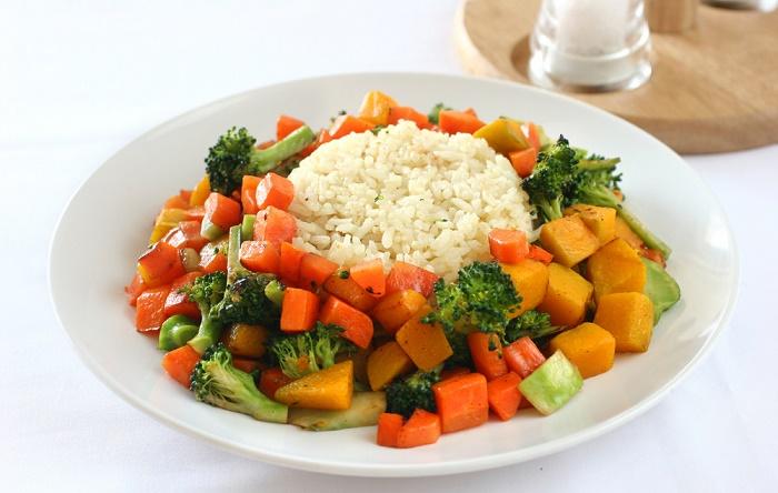 arroz con verduras al vapor para digestión