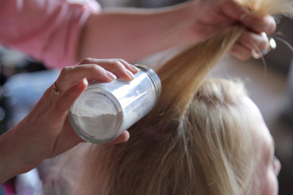 Público los medios de la caída de los cabello del vídeo