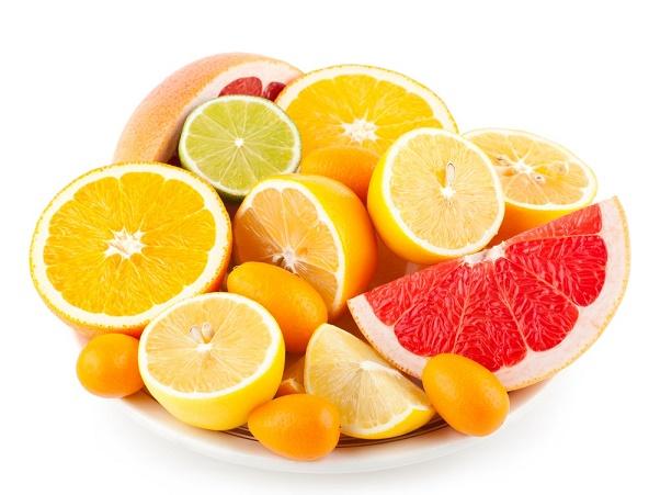 verse más joven con frutas cítricas