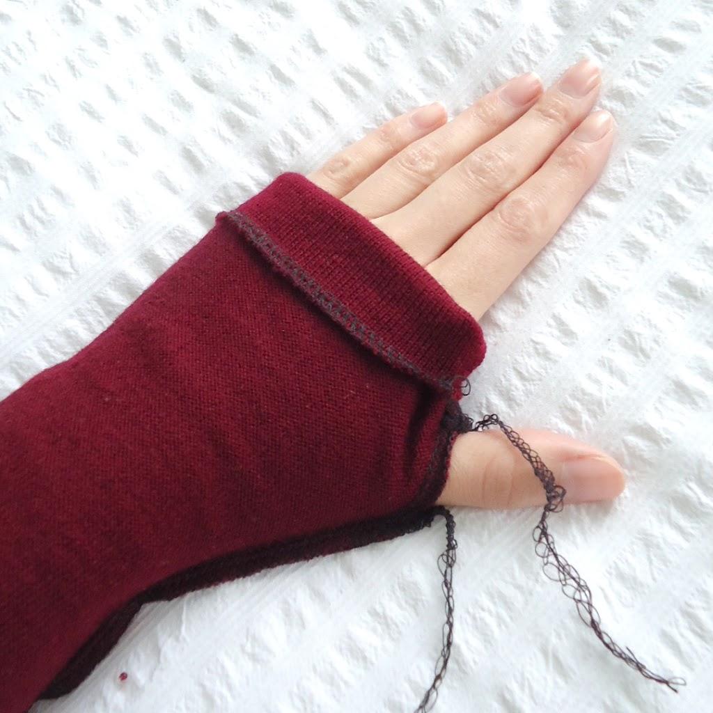 reutilizar pullover para hacer guantes