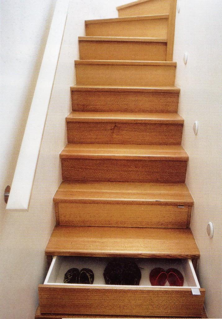 espacio en los escalones de la escalera