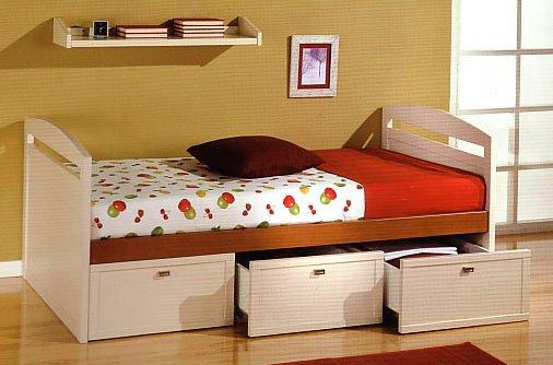 ahorrar espacio en la habitación poniendo cajones debajo de la cama
