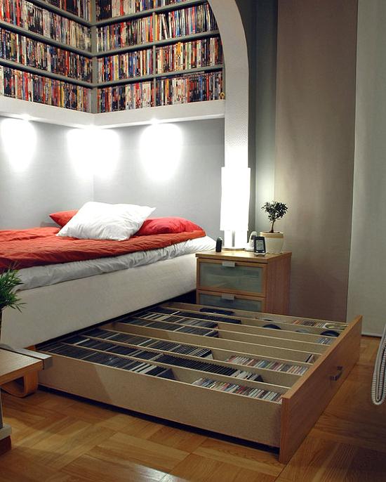 ahorrar espacio en la habitación colocando cajones debajo de la cama