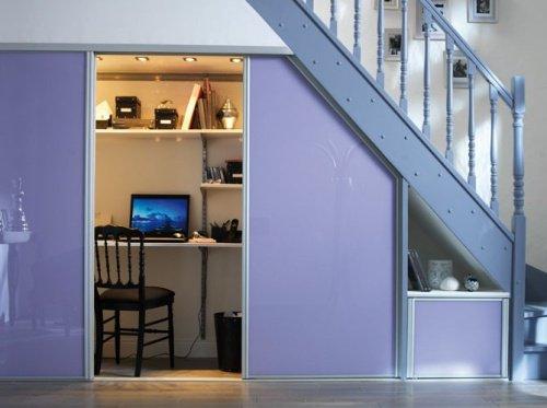 ahorrar espacio para colocar la oficina debajo de la escalera