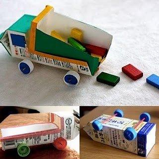 Camioncito de bote de cartón