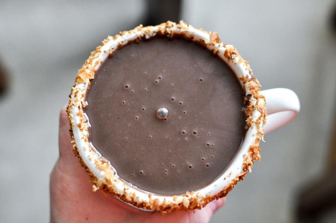 Chocolate espeso con leche de coco