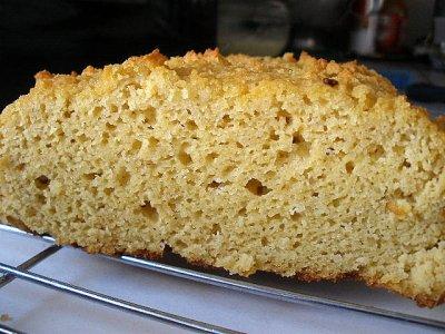 bizcocho recién horneado con harina de coco
