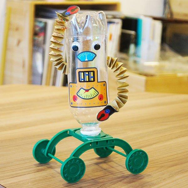 Juguetes reciclados plástico robot