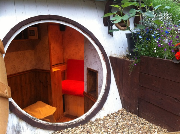 casa hobbit Ashley Yeates pórtico