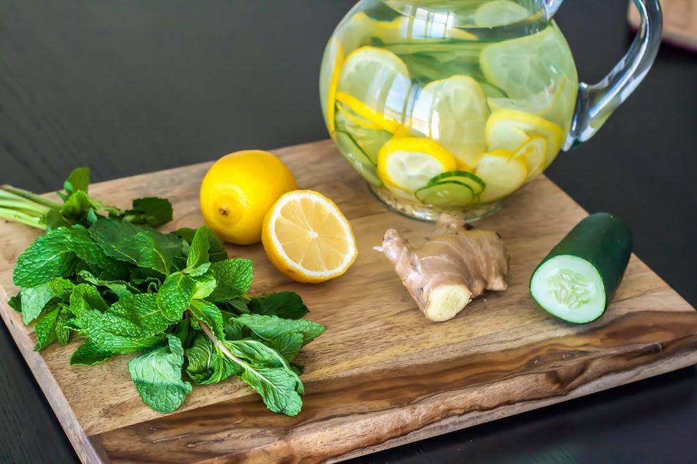 limonada de pepino, jengibre y menta