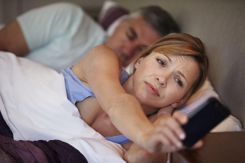 una mujer que pasa largas horas sin conciliar el sueño