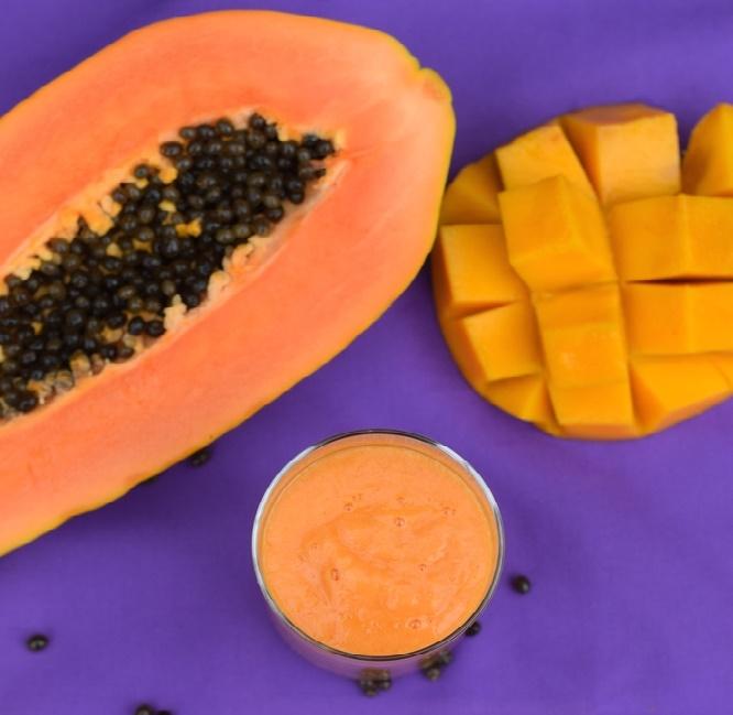 Papaya mango licuado