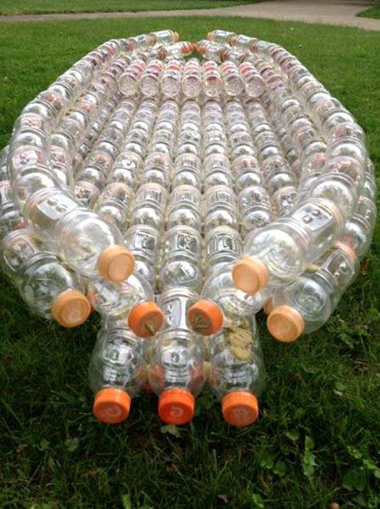 bote con botellas reusadas
