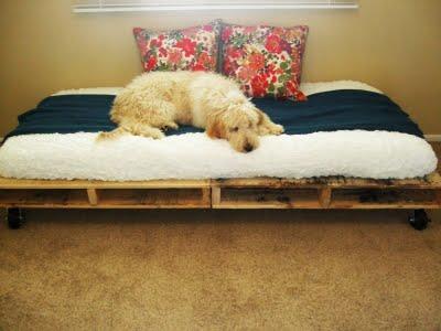 Camas y sofas utilizando pallets^atractivos