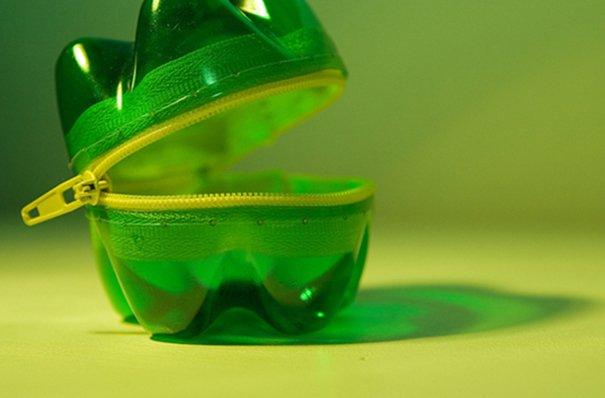 botes de plástico reusado