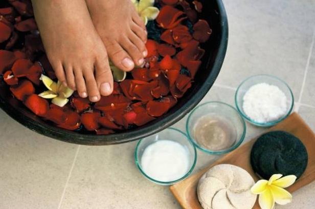 cómo relajar los pies con un baño desintoxicante - Banos De Tina Con Bicarbonato De Sodio