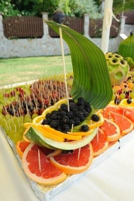 Barco presentado con frutas