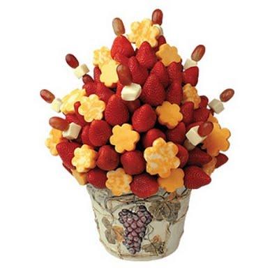 Divertida presentación de las frutas como un ramo de flores