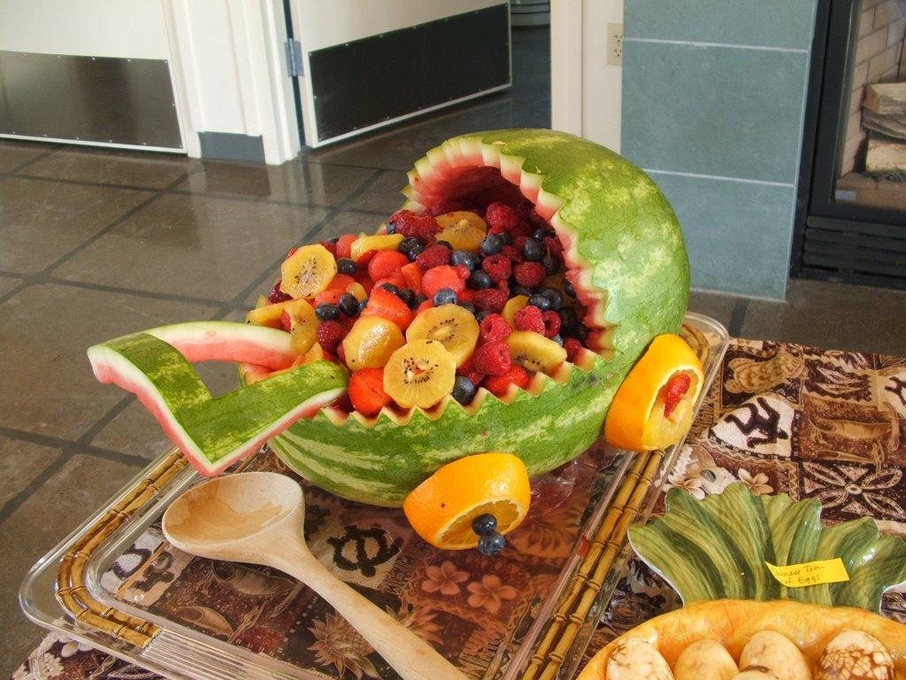 Carreola de bebé creada con frutas