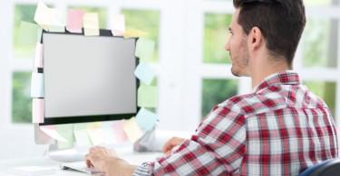 Prevenir la mala postura frente al monitor