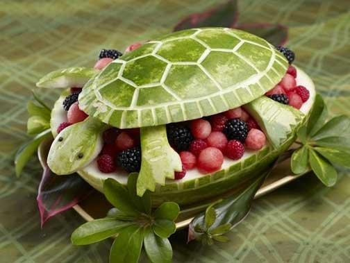 Ensalada de frutas con forma de tortuga